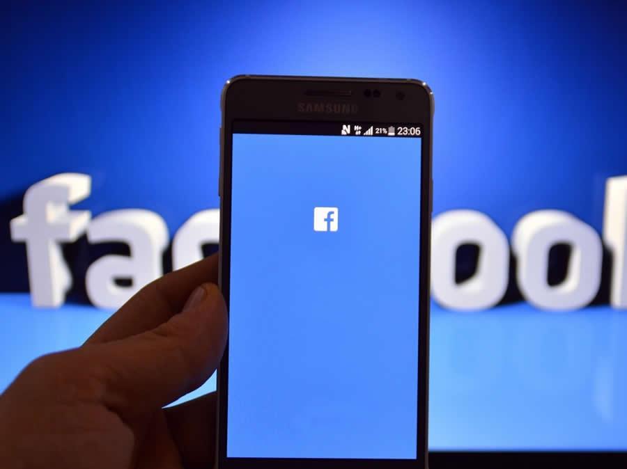 Facebook cria recursos de câmera similar ao Snapchat